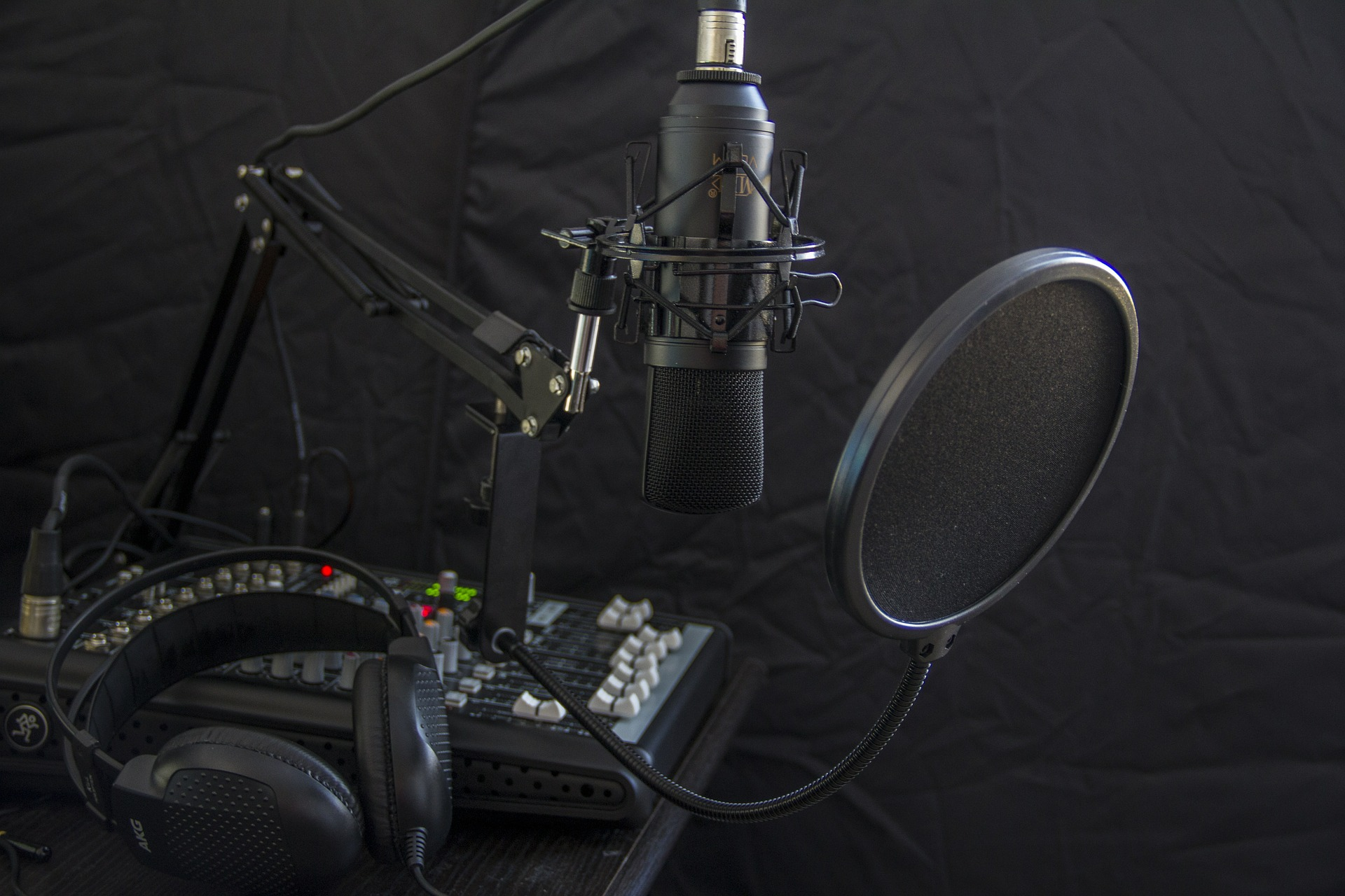 microphone-616788_1920